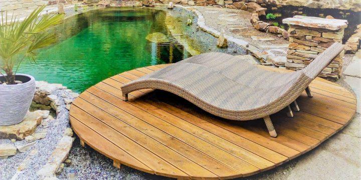 Wasser: Schwimmteich im Innenhof – Liegeplatz